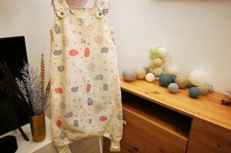 Saculet de dormit cu picioare (1 tog), 1-2 ani, Babymat Handmade, model alb cu norisori
