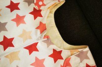 Saculet de dormit cu picioare (1 tog), 3-4 ani, Babymat Handmade, model alb cu stelute