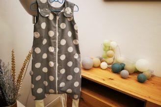 Saculet de dormit cu picioare (1 tog), 6-12 luni, Babymat Handmade, model buline gri