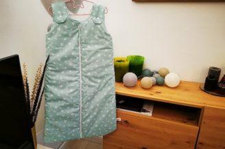 Saculet de dormit clasic (2.5 tog) pentru bebelusi, 6-18 luni, Babymat Handmade, model vernil cu stelute